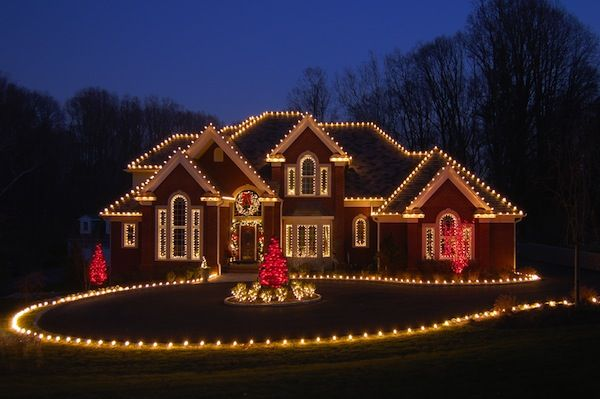 HOW TO SAFELY INSTALL CHRISTMAS LIGHTS TO YOUR HOME'S EXTERIOR |